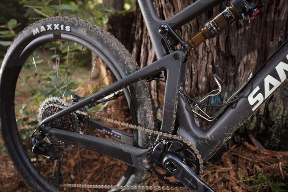 VPP: Virtual Pivot Point gir et rotasjonspunkt mellom rammene som flyter et steg langt bak sykkelen. Foto: Santa Cruz