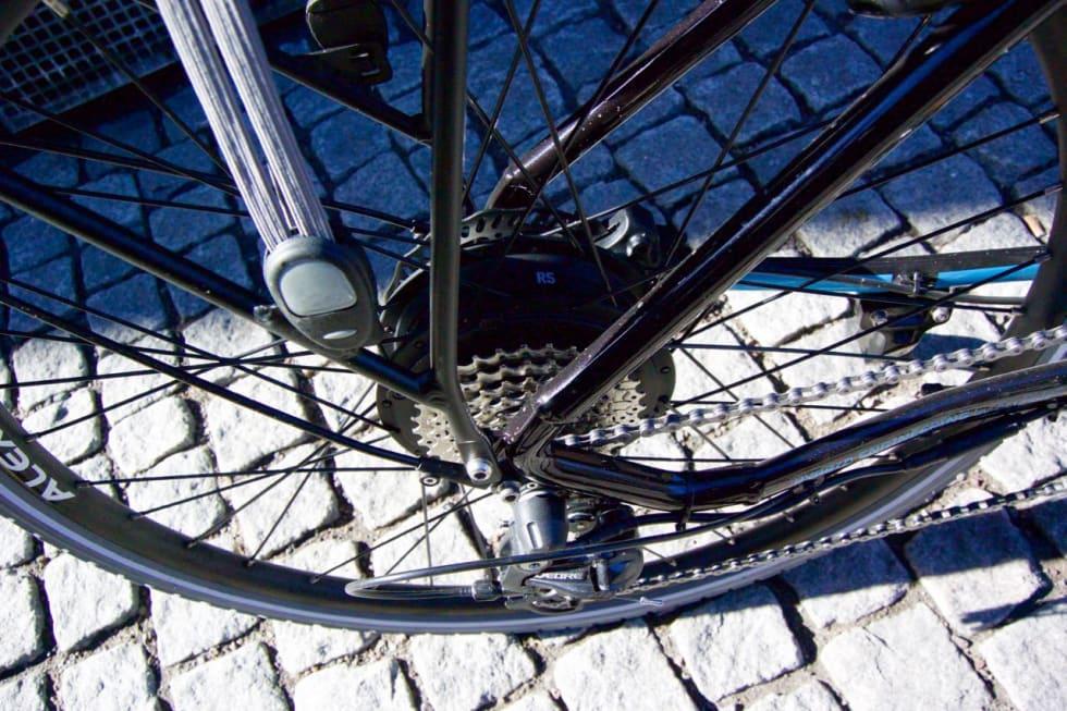 MOTOR I HJULET: Inne i baknavet sitter hjelpemotoren på Ecoride-sykkelen.
