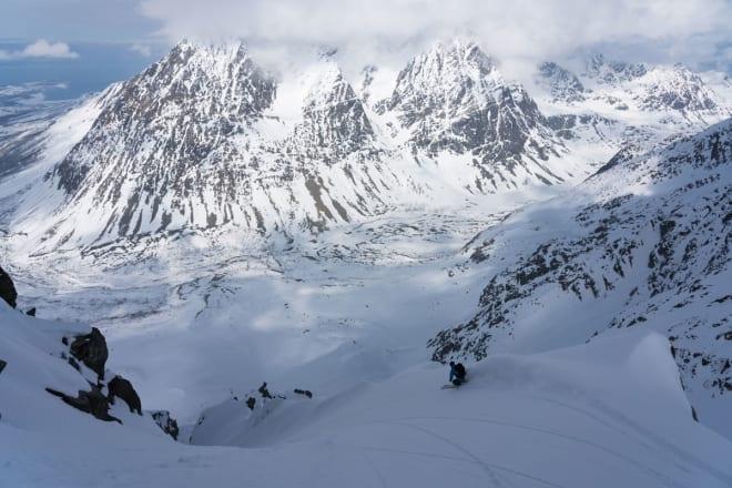 FET KJØRING: Fin snø og kult terreng.