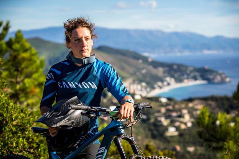 ENDURO-STJERNE: Tyske Inez Thoma er ofte på pallen i EWS-konkurranser. Hun er en av syklistene som har gitt Canyon tilbakemeldinger under utviklingen av nye Strive.
