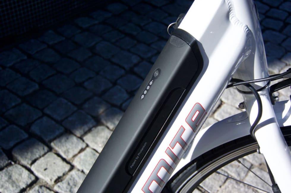 FLOTT INTEGRERT: Batteriet på Biltema-sykkelen ligger inne i ramma.