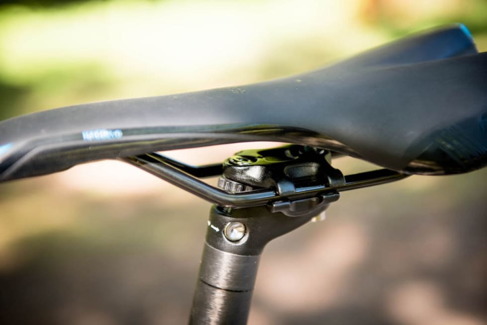 FIKLETE:  Tommelhjulet lar seg ikke rikke så fort den bakre skruen strammes litt. Prøving og feiling må til.