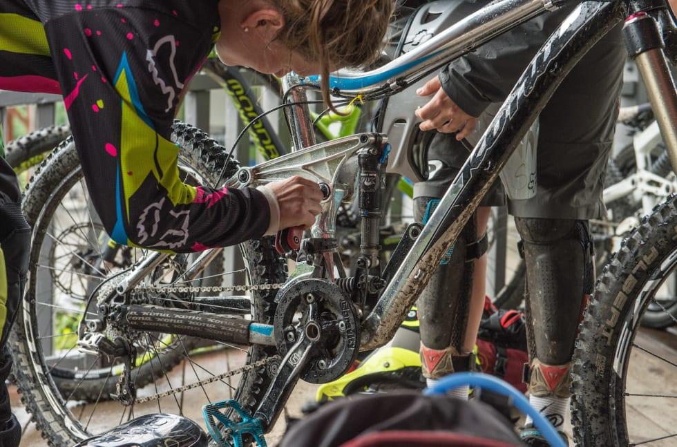 IVRIG Jentecamp July 2015 mechanic - Foto IVRIG 1400x924