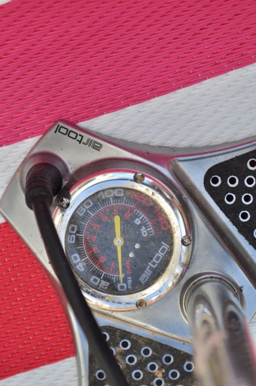 GODT SYNLIG: Stor manometer-klokke gjør det lett å treffe presist på trykket.