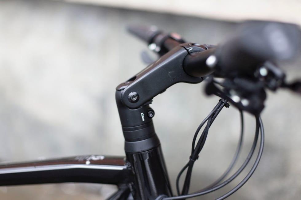 JUSTERBART: Styreframspringet kan justeres. Dessverre er skruene veldig grunne og lette å runde.