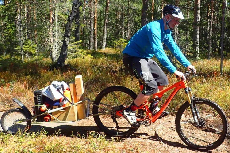 Thomas Haslestad på vei over Klemmehõgda Foto Simen Filseth 1400x933