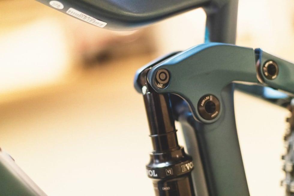 JUSTERBAR: Du kan bruke Scott-sykkelen med både 29 og 27,5+-hjul. Bare husk å snu rundt på demperfestebolten. Du kan også endre geometrien hvis du kun bruker 29er-hjulene.
