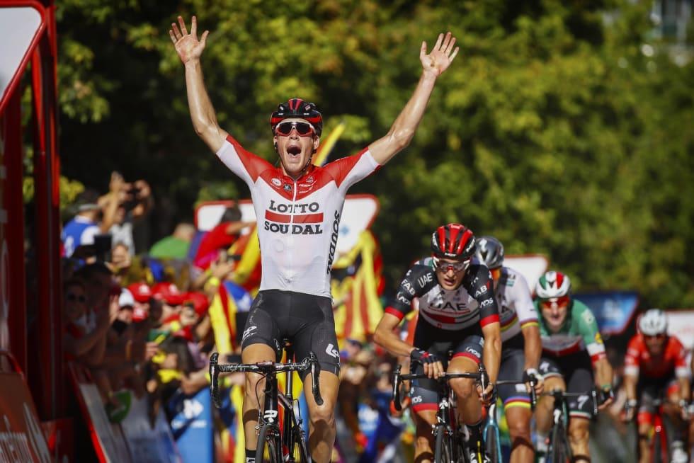 SLÅTT I SPURTEN: En skuffet Sven Erik må se bruddkamerat Jelle Wallays juble for seier på fjorårets 18. etappe av Vueltaen. Foto: Cor Vos.