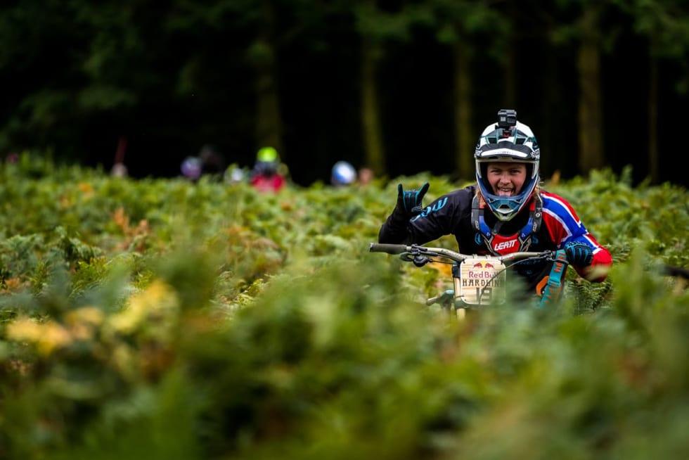 GOD I LUFTA: Brage Vestavik mestrer den heftige løypa i Hardline bedre enn de fleste. Foto: Boris Beyer/Red Bull