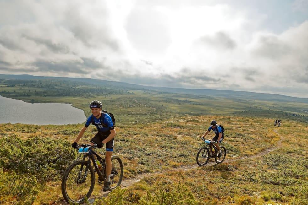 Lars Granberg (foran) og Odd Erlend Hansen Berg vant det 150 kilometer lange Offroad Valdres i sommer. Kommende sesong får laget enda en rytter å spille på. Foto: Ola Morken