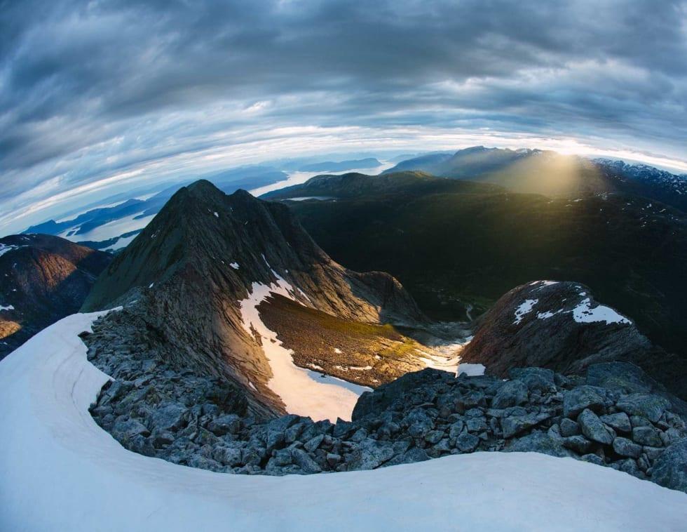 VAKKERT: Fra toppen av Ulvanosi hvor man kommer opp etter å ha gått Kolkjerreryggen.