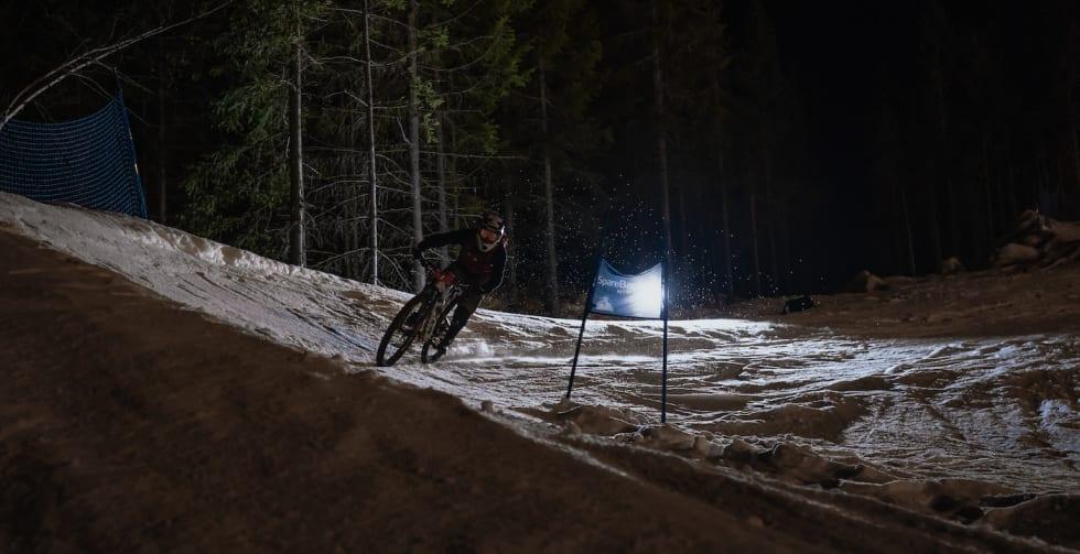 Christopher Larsen svinger seg rundt slalåmetappen. Foto: Morten Dodson