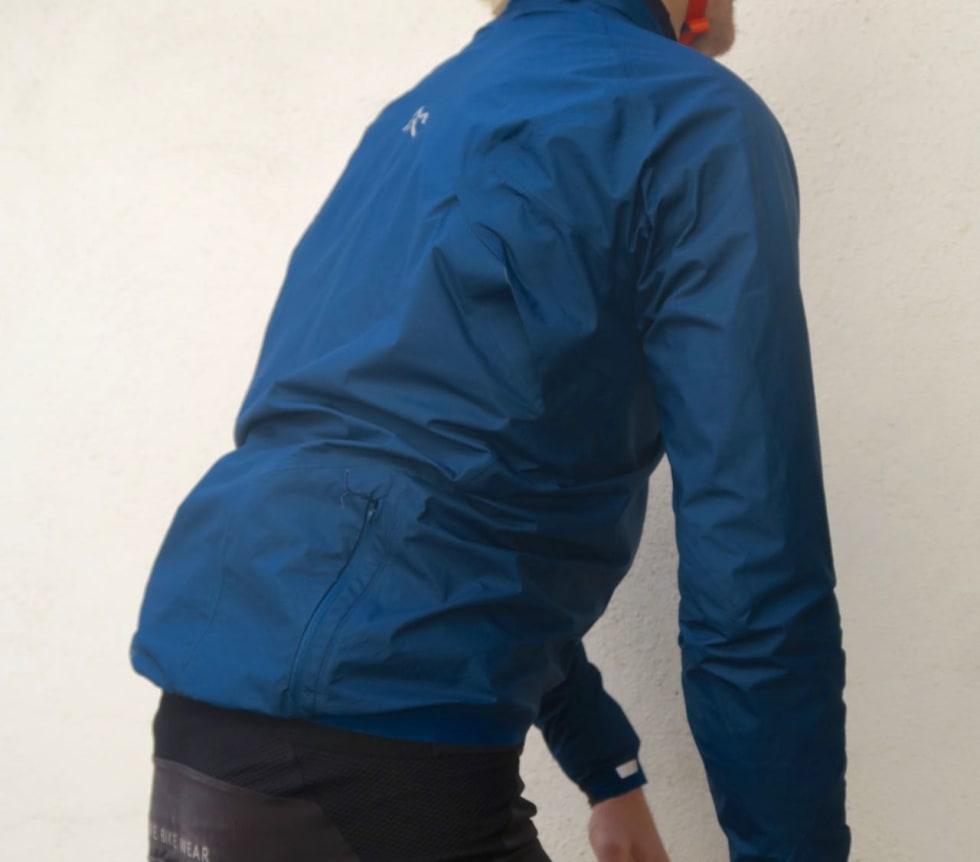 VENTILER: Lufteluker bak armhulene slipper ut godt med overskuddsvarme, uten å skape trekk.
