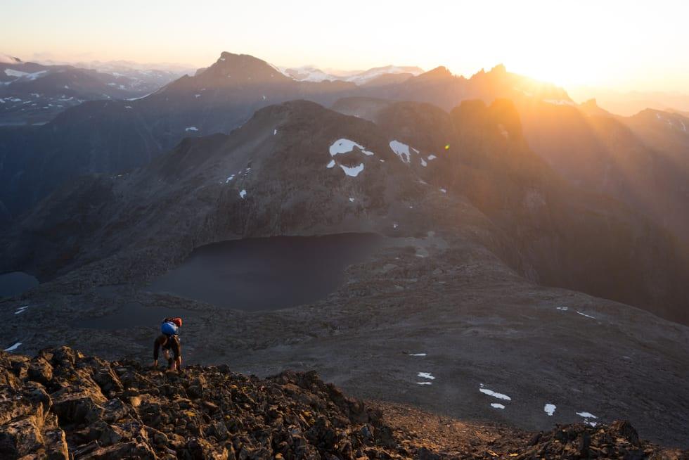 KLASSIKAR: Venjetindtraversen står høgt på lista til mang en fjellentusiast. Det er også muligheter for guidete turar her. Foto: Ståle Johan Aklestad
