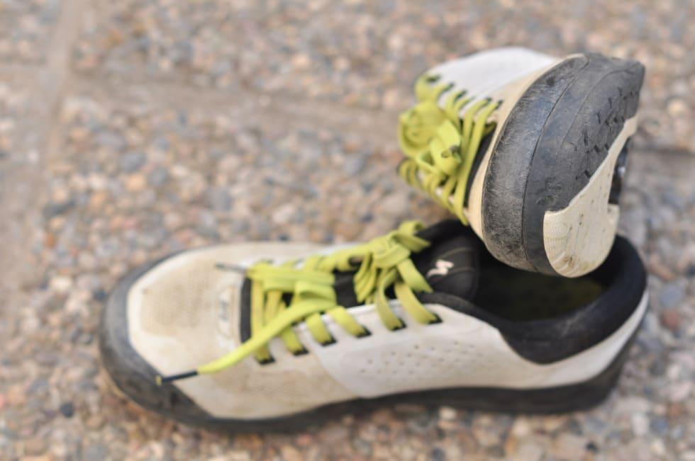 GOD POLSTRING: Tuppen av skoen er stiv og solid for beskyttelse av foten og for at skoen skal tåle en del juling. Skoene ser nesten nye ut etter 4 måneders hyppig bruk.