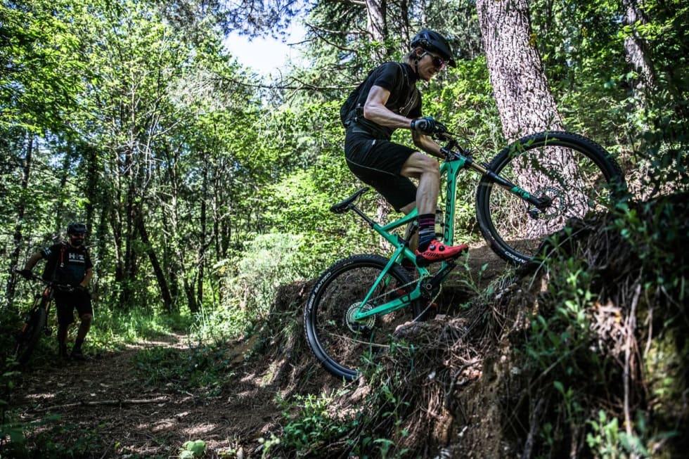 HARDTESTING: Under prøvekjøringen av SLX-gruppa prøvde jeg å gire med full trøkk i pedalene. Ikke noe problem! Foto: Antonio Abrogon/Pro Cycle Shots