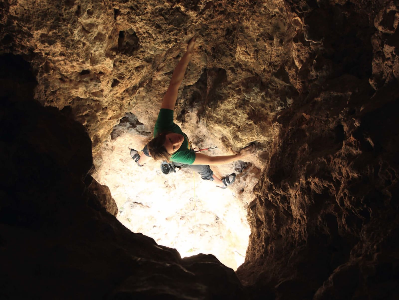 HULL: Rita Helene Bolstad klatrer inne i fjellet på fantastiske Barbarossa (5+) i Geyikbayiri. Foto: Dag Hagen