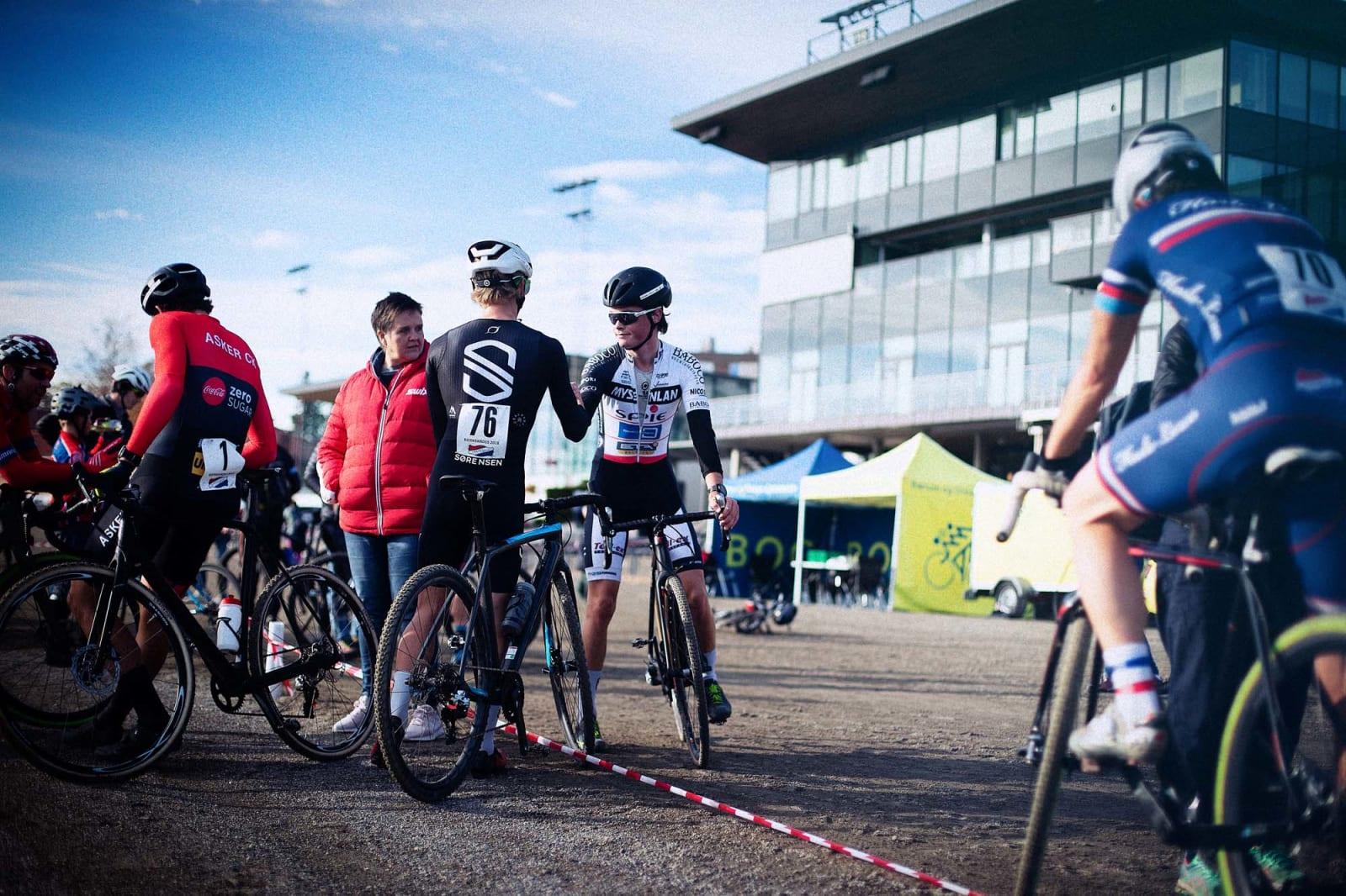 – Noe av det som er så kult med kross er at folk kommer, sykler, prater sammen og drar uten at hele dagen går med.