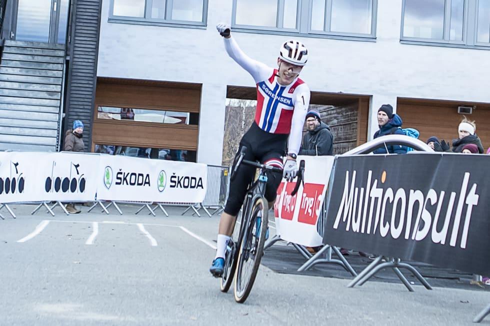 NM-GULL: Tobias Johannessen beholder NM-trøya i kross. Foto: Pål Westgaard