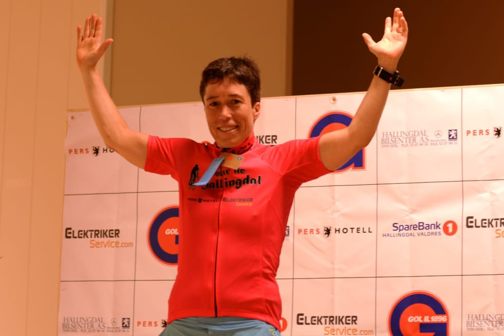 Camilla Hott - pink jersey - Murdoch 1400x933