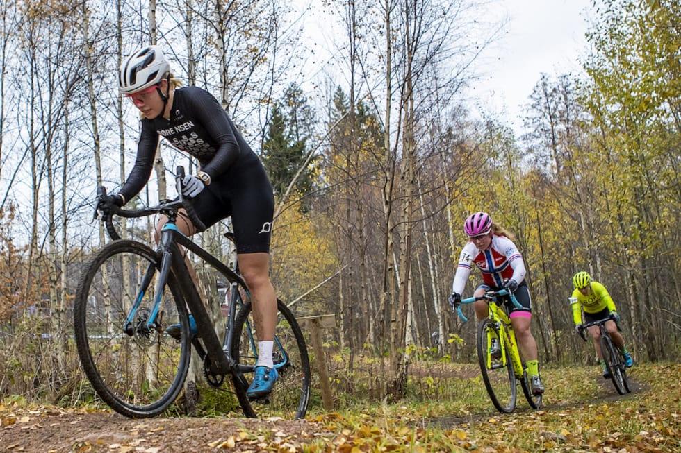 Marit Sveen - Elisabeth Sveum - Ann Iren Bjørnarå - NC 4 Svelvik-kross 2018 - Pål Westgaard 1400x933