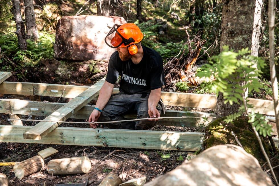 Rolling Stone, den nye røde stien i tillknytning til Fjellekspressen, byr på mye planker og flere tekniske elementer enn Magic Moose. Foto: Anders Fausko