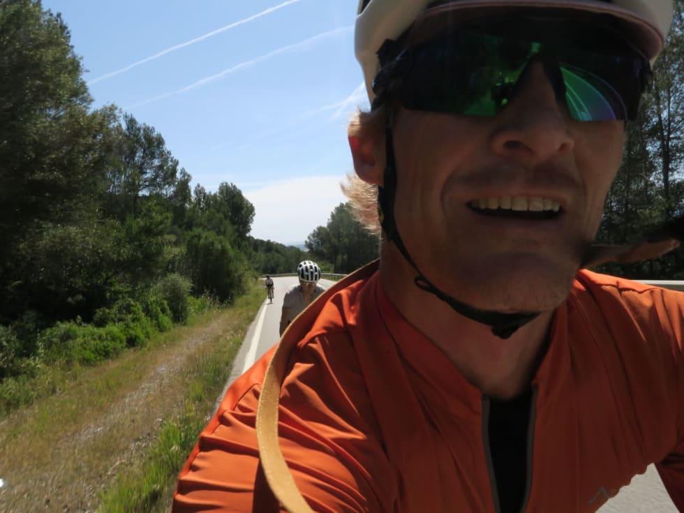 FRISK ÅPNING: Opp favorittbakken med spreke bein er det lett å glemme at det er 580 km igjen av turen. Her fra bakken fra Gavá til Begues.
