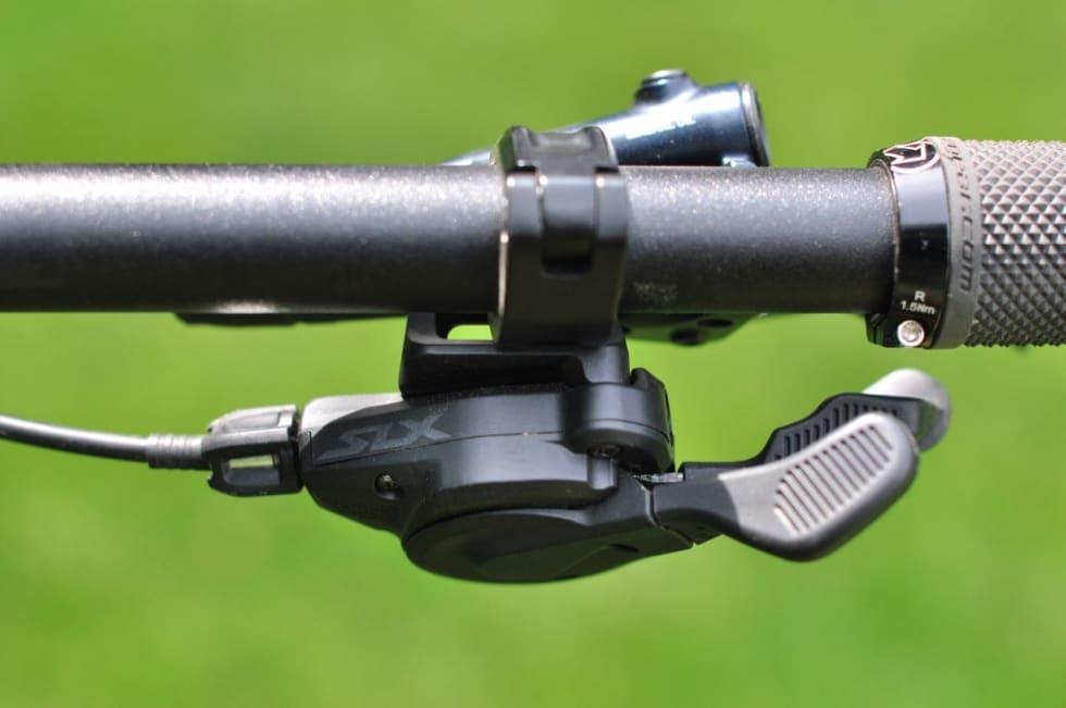 UTEN GUMMI: SLX-hendlene har striper på knappene men ikke gummigrep. Foto: Øyvind Aas