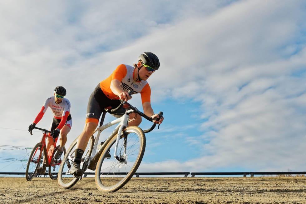 Ola Jorde foran Kristoffer Ylven Westgaard - Bjerkecross 2017 - Ola Morken 1400x933