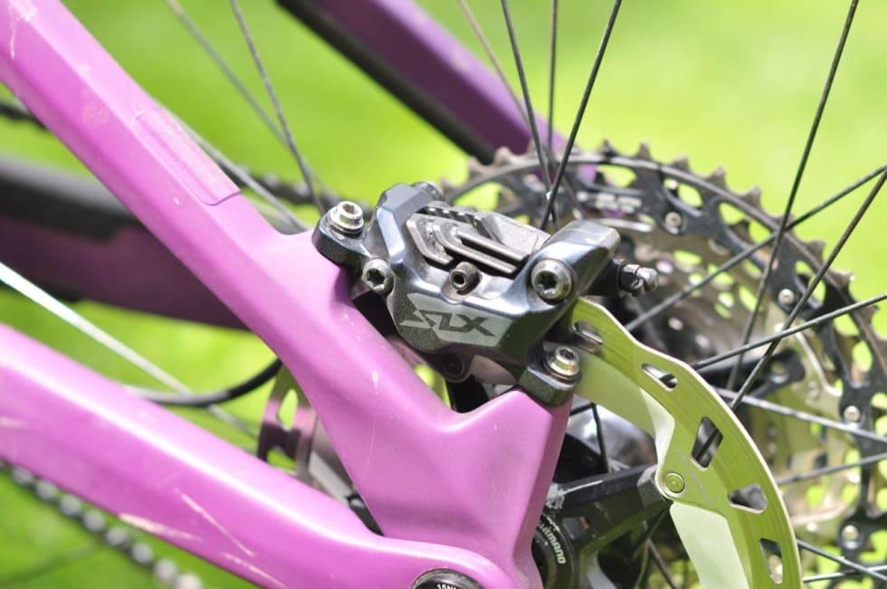 FIRE STEMPLER: Både XT og SLX kommer med kraftige 4-stempels bremser som et alternativ. Foto: Øyvind Aas