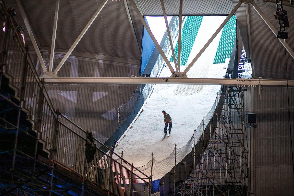 I FARTA: Christian Nummedal er klar til å fly i Telenor Arena.