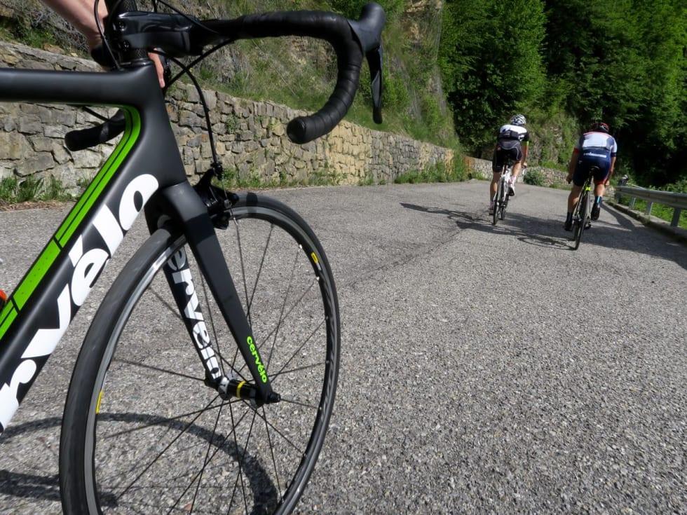 PÅ HJEMMEBANE: Landevei har tidligere skrevet om terrenget øst for Como-sjøen og både sykkel og journalist var på hjemmebane i fjellene nord for Bergamo.