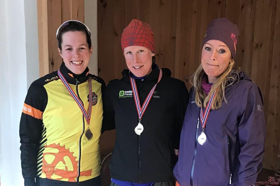 Damepallen: Ingrid Stengård (midten) vant foran Anita Flovild-Midtlie, mens Emily Benham (til venstre) ble nummer tre. Foto: Arrangøren