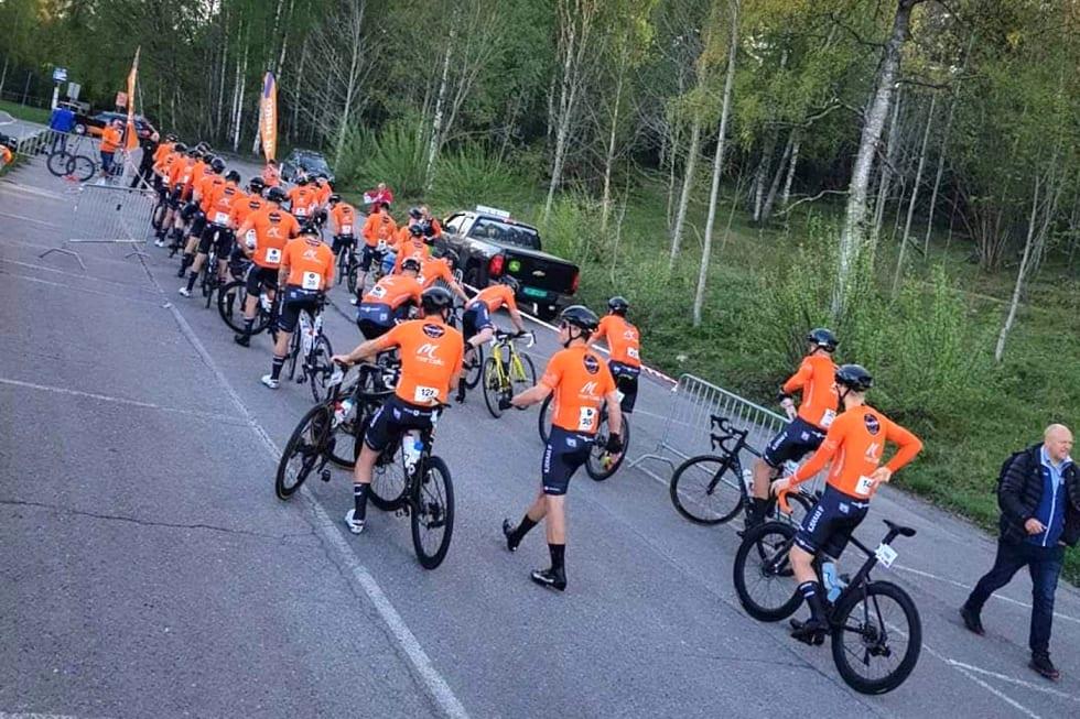 SMÅNERVØST: Med 50 prosent flere i rulla og mange nye var det flere av Kjekkas ryttere som var ekstra spente på årets sesongstart. Foto: Team Kjekkas