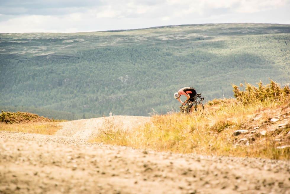 Slow fix: Knut Arne punkterer og alle er enige om at det er fint med en pause på fjellet.