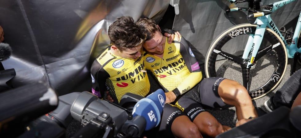 SLITNE, MEN GLADE: Wout van Aert og Tony Martin feirer seieren på lagtempoen. I morgen sykler førstnevnte i ungdomstrøya. Foto: Cor Vos.