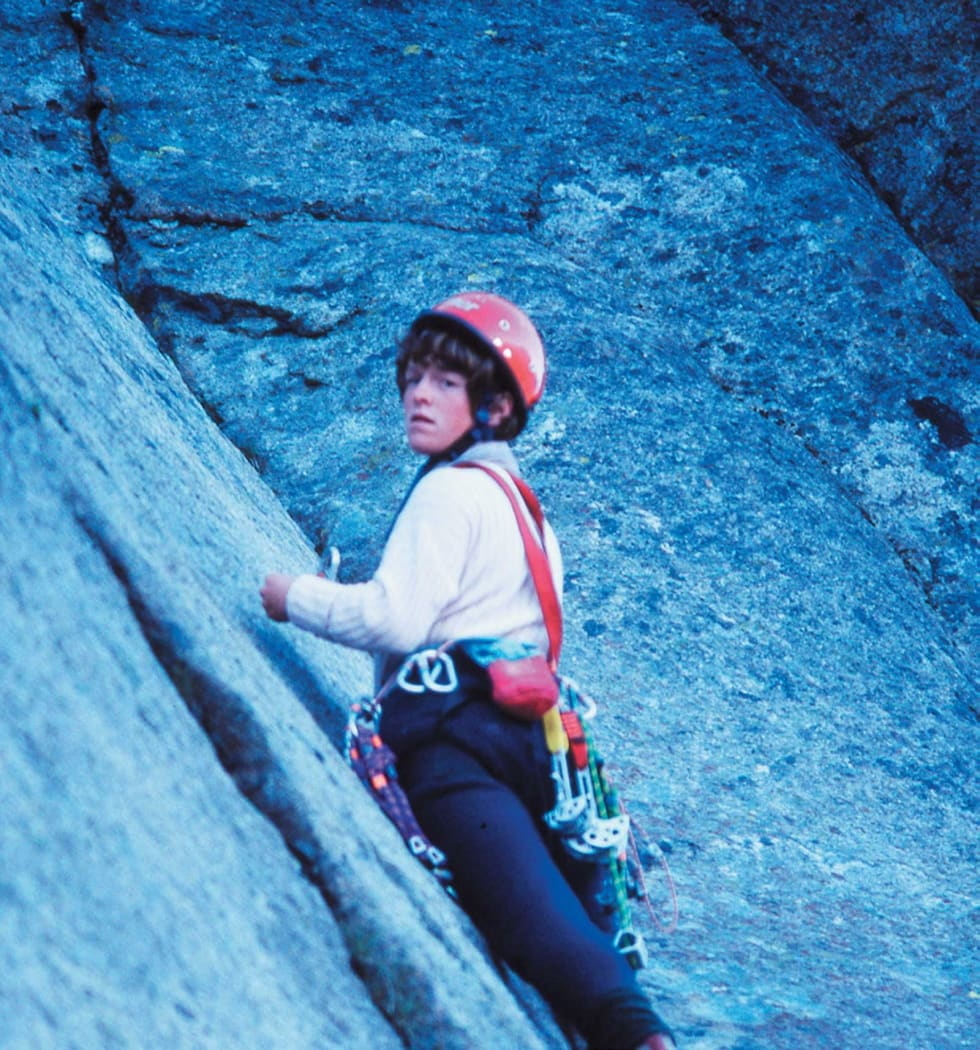 ROPEGUN: På tur i Lofoten i 1987. Ble det vanskelig for gutta, ble Berit sendt i tet. Da kom de seg opp. Fra Rom og  Cola (5+) på Kalle. Foto: Privat
