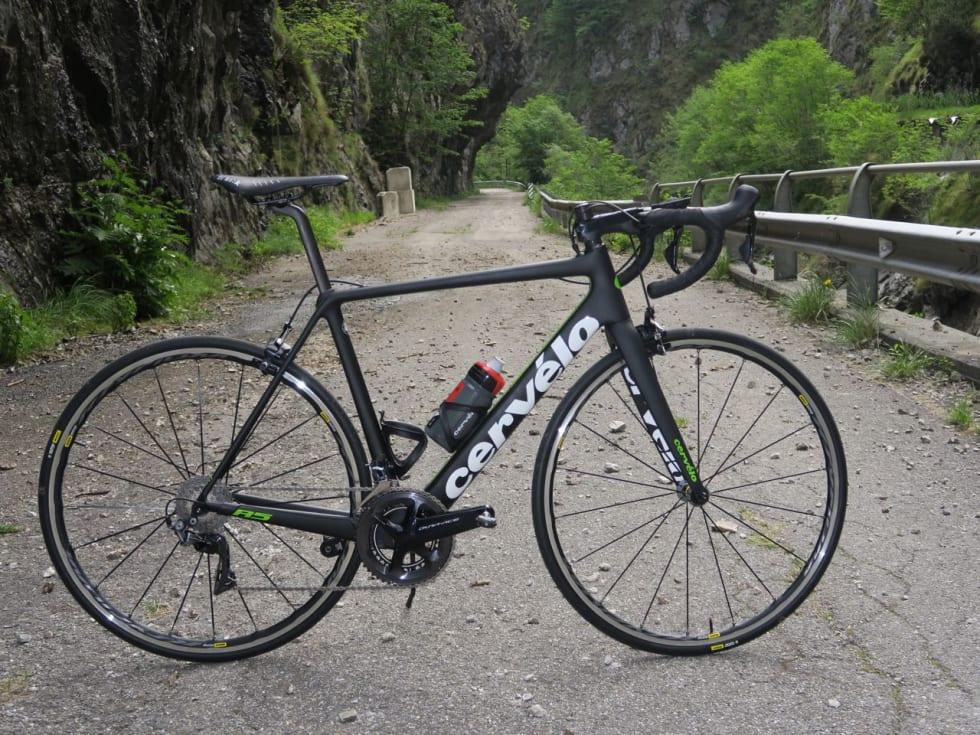 TESTSYKKELEN: Landevei fikk tre timer på Cervélos nye R5 Dura Ace på tidvis grove veier nord for Bergamo.