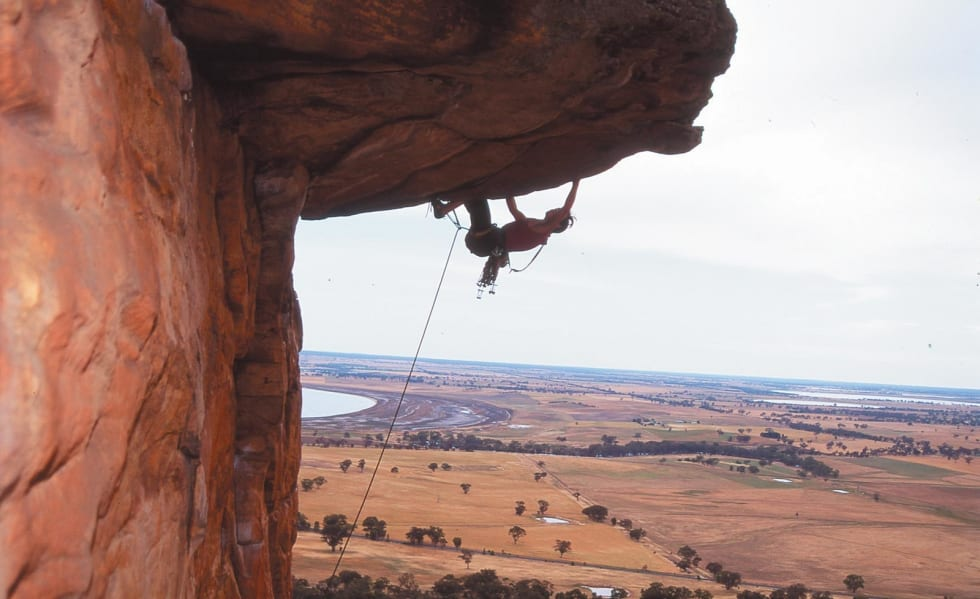 OPP-NED DOWN UNDER: Berit Skjevling på Kachoong (7-) i Arapiles i Australia. Foto: Privat