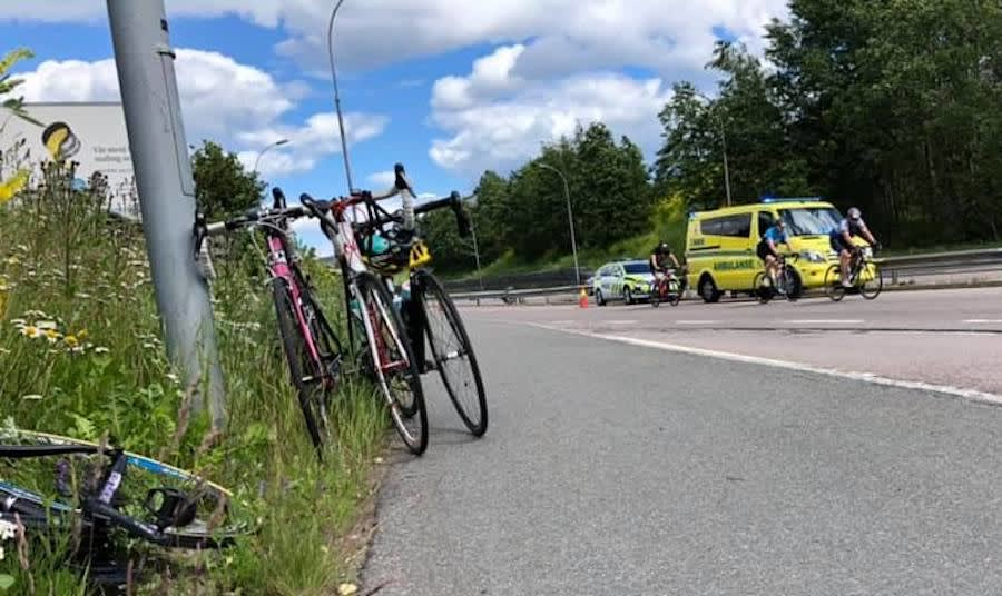 ALVORLIG: Tre av de fire kvinnelige rytterne som var involvert i velten på Styrkeprøven ble sendt med ambulanse til sjukehus. Foto: Ladies Edition