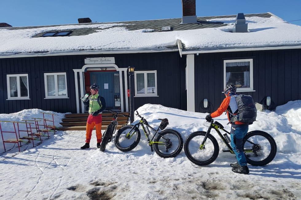 Dagens lunsj tok vi ved Gargia Fjellstue - Lars Harald Blomkvist og Trond Olsen Foto - Stig R Nilsen 1400x933