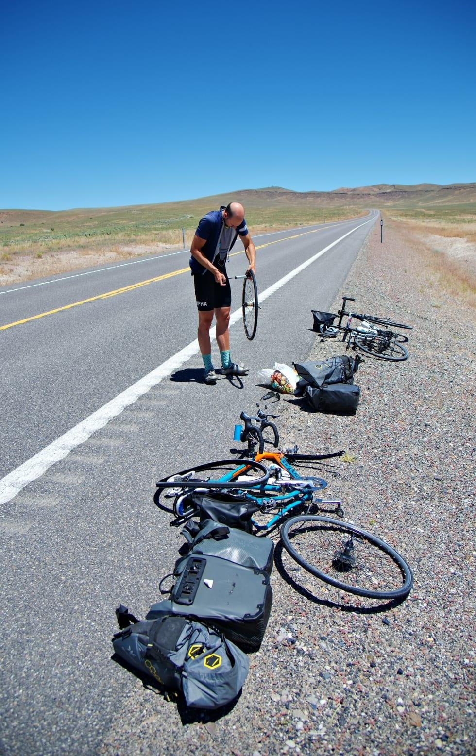 Varm asfalt byr på problemer, selv for tøffe touring-dekk