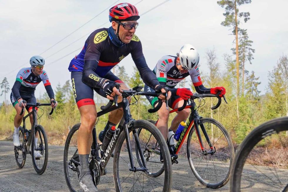 DELT SEIER: Daniel Ark Evensen satt alene i brudd med Jan Olav Beitmyren i seks mil før de gikk likt over målstreken. Foto: Ola Morken