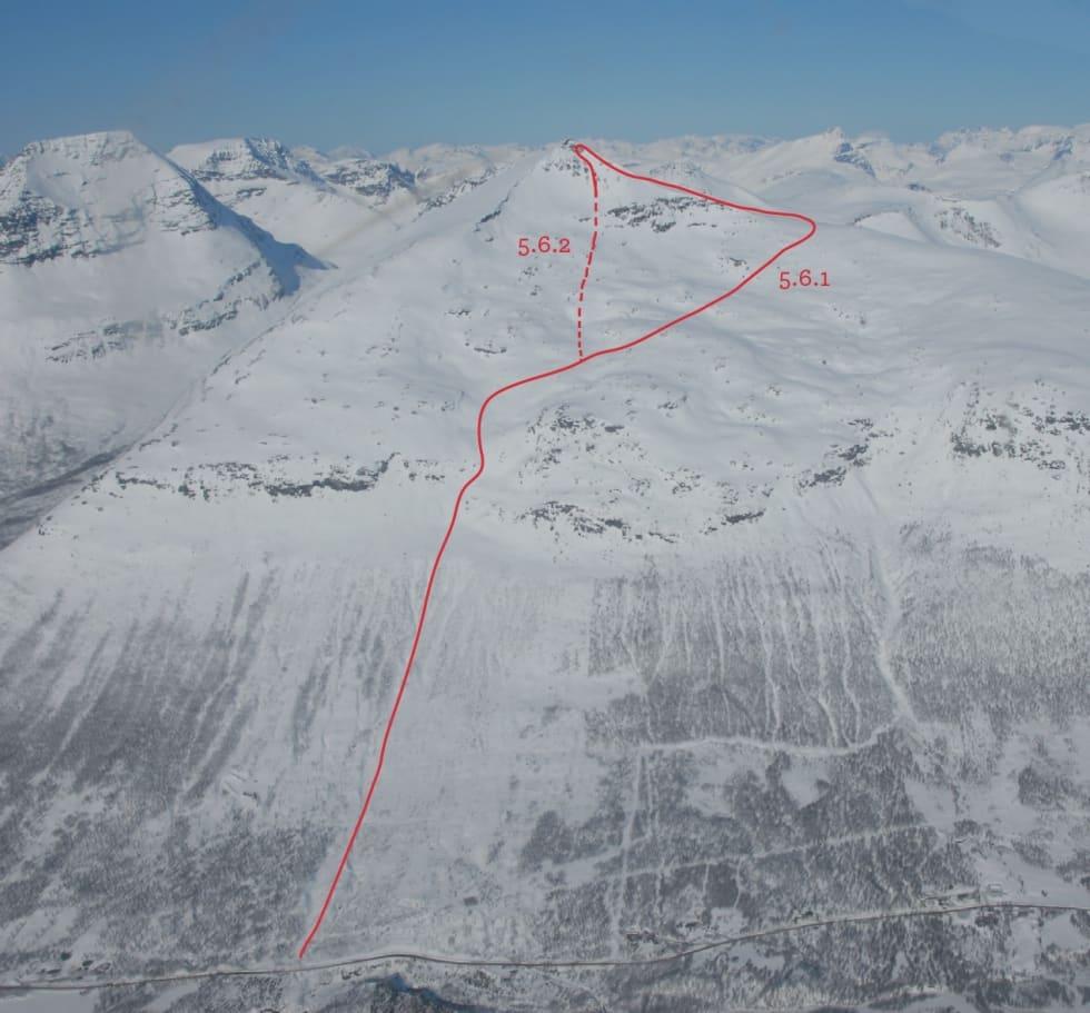 FJELLET: Oversiktsbilde av Blåbærtinden med ruteinntegninger, hentet fra boka Toppturer i Troms. Turen er klassifisert til 3, komplekst (ATES/KAST). Foto: Espen Nordahl
