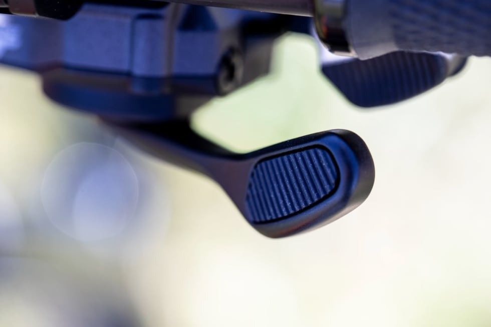 MED GUMMI: XT-hendlene får ekstra gummigrep på tommelspaken. Foto: Irmo Keizer