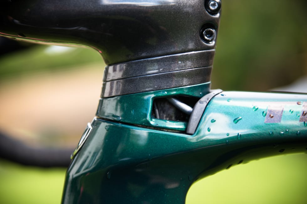 TRYGT? Selvfølgelig er en skeptisk til slike åpninger på en sykkel, men så langt har det ikke plaget sykkelen med vann og støv som renner gjennom.