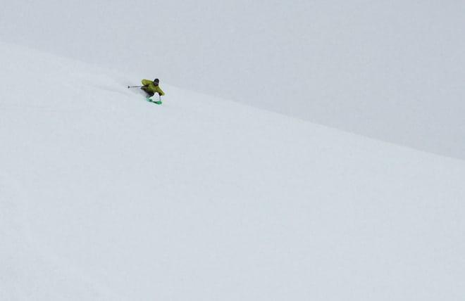 PÅDRAG: Henrik Ulleland setter fart på skikjørers venstre for heisen på Juvass. Foto: Tore Meirik