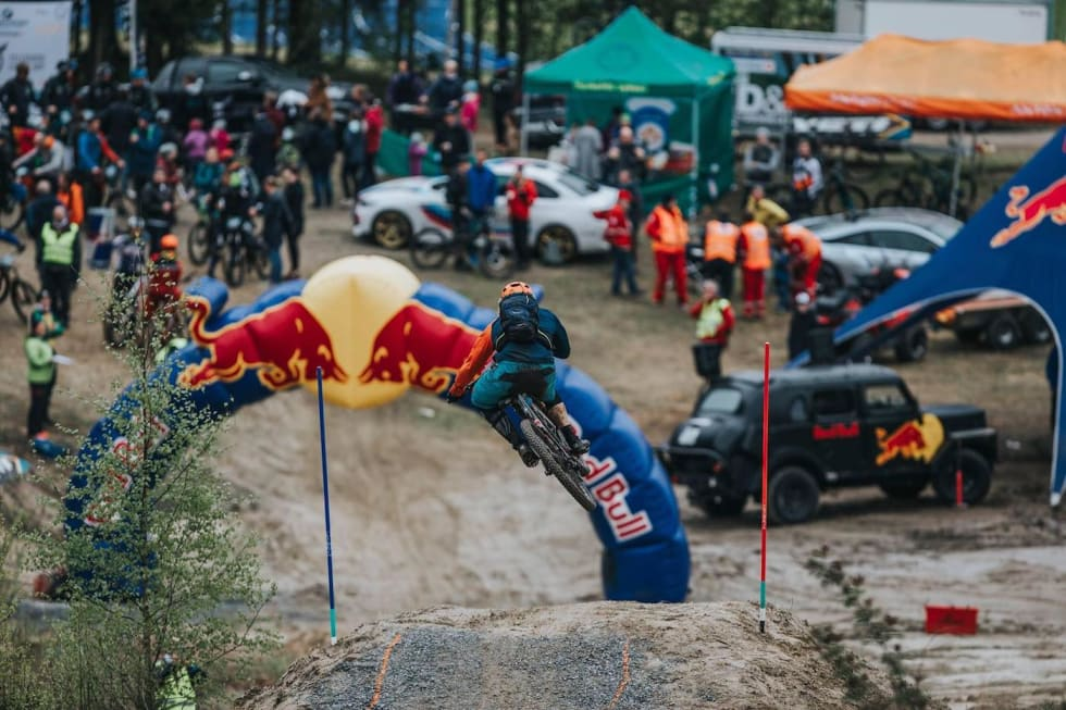 Stemning målgang Telemark Enduro 2017 - John-Andre Moldestad 1400x933