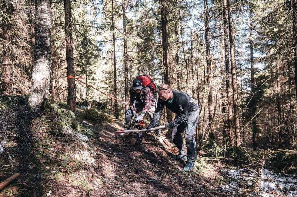 Trail building John-Andre Moldestad 1400x933