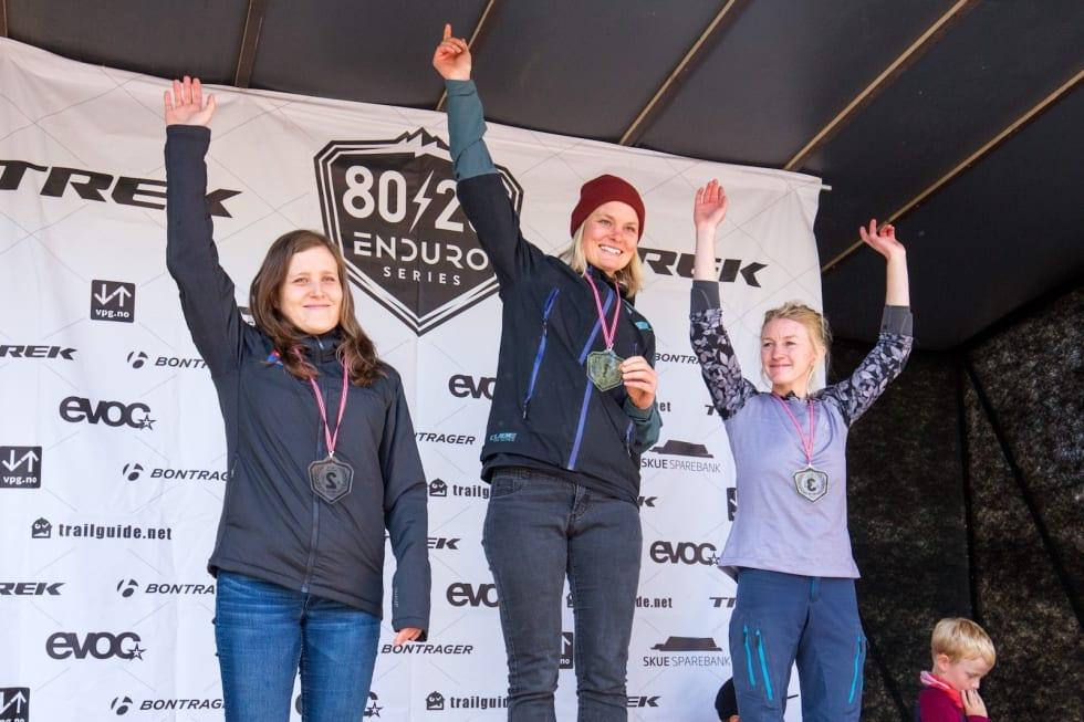 Hilde Sangesland Strædet vant enduro-NM i Nesbyen foran Vera Leivsdottir (til venstre) og Ida Rydland Nærum. Foto: Sylvain Cavatz